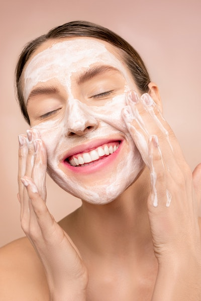 Face Wash For Sensitive Skin: What You Need To Look For